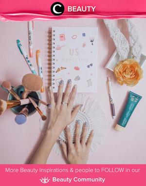 Pretty nails deserve a pretty flatlay. Image shared by Clozette Ambassador @devolyp. Simak Beauty Update ala clozetters lainnya hari ini di Beauty Community. Yuk, share produk favorit dan makeup look kamu bersama Clozette.