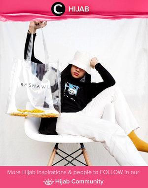 Clozette Ambassador @Karinaorin rocking her signature edgy look in black and white. Who's inspired? Simak inspirasi gaya Hijab dari para Clozetters hari ini di Hijab Community. Yuk, share juga gaya hijab andalan kamu.