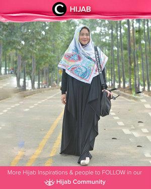 Added a colorful hijab on your black dress. Simak inspirasi gaya Hijab dari para Clozetters hari ini di Hijab Community. Image shared by Star Clozetter: @lisnaardhani. Yuk, share juga gaya hijab andalan kamu