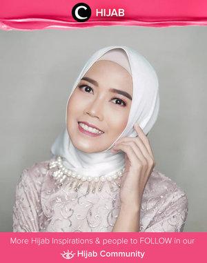 A little throwback to Eid al-Fitr last week. Clozette Ambassador @diarykania melengkapi tampilan Hari Rayanya dengan natural but elegan makeup look. Simak inspirasi gaya Hijab dari para Clozetters hari ini di Hijab Community. Yuk, share juga gaya hijab andalan kamu.