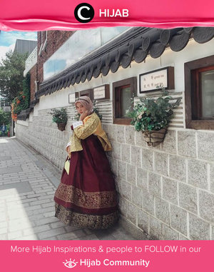 Busana tradisional Korea ini memiliki warna yang cantik dan garis yang sederhana. Tak heran jika banyak sekali orang yang ingin mencobanya. Kamu termasuk salah satunya bukan, Clozetters? Image shared by Clozetter @mellarisya. Simak inspirasi gaya Hijab dari para Clozetters hari ini di Hijab Community. Yuk, share juga gaya hijab andalan kamu.