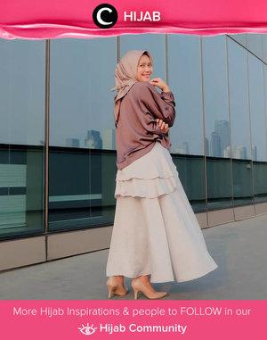 Bosan dengan gaya kasual? Coba tampil lebih feminin seperti Clozetter @ismahanchrnns yuk!  Simak inspirasi gaya Hijab dari para Clozetters hari ini di Hijab Community. Yuk, share juga gaya hijab andalan kamu.