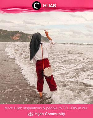 Midweek necessity: ocean breeze & salty air. Simak inspirasi gaya Hijab dari para Clozetters hari ini di Hijab Community. Image shared by Clozetter @putriistianaa. Yuk, share juga gaya hijab andalan kamu.