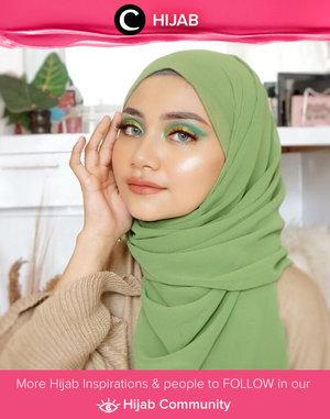 Match your hijab with your eyeshadow color to start the weekend like Clozetter @Uswhaaa. Simak inspirasi gaya Hijab dari para Clozetters hari ini di Hijab Community. Yuk, share juga gaya hijab andalan kamu.