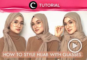 Menggunakan kacamata bukan artinya kamu tidak bisa lagi mengkreasikan gaya hijabmu, Clozetters. Coba intip tutorialnya di : https://bit.ly/2zD2zDX. Video ini di-share kembali oleh Clozetter @saniaalatas. Lihat juga tutorial lainnya yang ada di Tutorial Section.