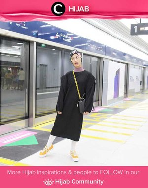 Kombinasi warna hitam pada Star Clozetter @rimasuwarjono tetap terlihat playful berkat pattern turban dan sepatu kuningnya. Simak inspirasi gaya Hijab dari para Clozetters hari ini di Hijab Community. Yuk, share juga gaya hijab andalan kamu.