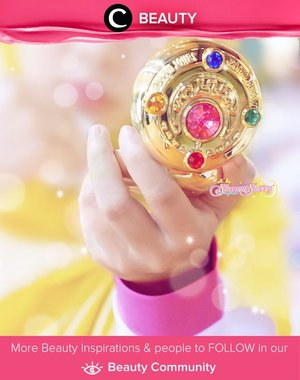 Are you Sailor Moon fans? Check out this #MiracleRomance Prism Compact Shining Moon Powder. A Translucent powder which works beautifully as a setting powder after foundation. When used on top of foundation, it will give a nice, moderate shimmer as well as help the foundation to stay in place, control oil, and minimize the appearance of pores. Simak Beauty Updates ala clozetters lainnya hari ini di Beauty Community. Image shared by Clozette Ambassador @sheemasherry. Yuk, share beauty product andalan kamu.