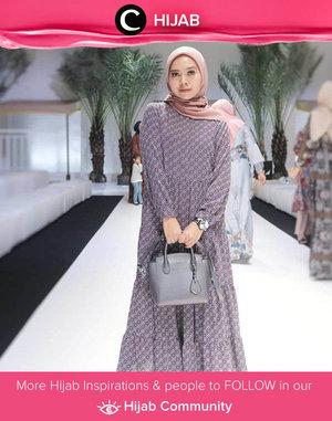 Hijab voal Heaven Lights jadi favorit Clozetter @viasipirili berkat bahannya yang mudah dibentuk, gak gampang lecek, dan punya pilihan warna yang cantik. Kamu punya brand hijab favorit juga? Simak inspirasi gaya Hijab dari para Clozetters hari ini di Hijab Community. Yuk, share juga gaya hijab andalan kamu.