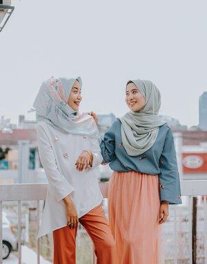 20 Inspirasi Casual Hijab Outfit untuk Kegiatan New Normal
