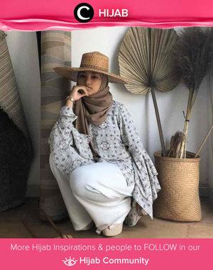 Clozette Ambassador @imeldaaf brings the tropical mood with her straw hat. Simak inspirasi gaya Hijab dari para Clozetters hari ini di Hijab Community. Yuk, share juga gaya hijab andalan kamu.