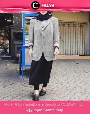 """""""The bigger the merrier"""" ternyata berlaku juga untuk shoulder pads pada blazer, lho. Simak inspirasi gaya Hijab dari para Clozetters hari ini di Hijab Community. Image shared by Clozetter @dindahakeem. Yuk, share juga gaya hijab andalan kamu."""