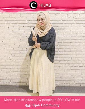 In the mood for a girly and elegant look? Try Clozetter @nandapipitn's style. Simak inspirasi gaya Hijab dari para Clozetters hari ini di Hijab Community. Yuk, share juga gaya hijab andalan kamu.