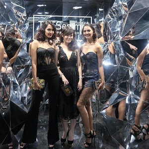 Cannot move on from TRESemmé Runway 2017.  It's such a fabulous event where fashion & beauty enthusiasts, bloggers, vloggers and influencers gathers to see the new TRESemmé Digital Face 2018. @tresemmeid  #TresemmeRunway #RunwayReadyHair #TresemmeSquad #CottoninkxTresemme #ClozetteID