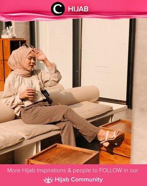 Coffee time with neutral outfit from head to toe! Image shared by Clozetter @dessydyl. Simak inspirasi gaya Hijab dari para Clozetters hari ini di Hijab Community. Yuk, share juga gaya hijab andalan kamu.