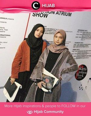 Sempat melihat keseruan JFW minggu lalu? Yuk, share outfit hijabmu di Hijab Community seperti Clozetter @imeldaaf ini. Ia mengenakan sheer outer untuk menambah kesan elegan pada keseluruhan look-nya.