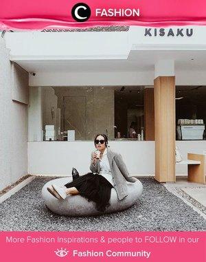 Sambil bekerja, sambil foto OOTD! Hayo, siapa yang seperti Clozetter @ubbyxx. Simak Fashion Update ala clozetters lainnya hari ini di Fashion Community. Yuk, share outfit favorit kamu bersama Clozette.