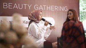 Rasanya belum bisa move on nih dari Beauty Gathering #KelebihanmuKecantikanmu bersama @natur_e_indonesia. Seseru itu, membahas perawatan wajah untuk umur 30+ bersama Clozetters, @ennolerian_ dan Natur-E. Apalagi ketika quiz skincare myths & facts... antusiasmenya juara! 😍.Siapa yang kemarin ikut acara ini?? Komen di bawah doong. 👇🏻.#KembalikanCantikMudamu #ClozetteIDxNaturE #clozetteid