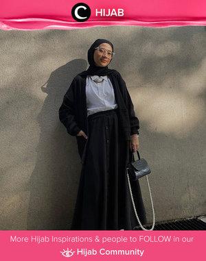 Monochrome outfit to start the week! Image shared by Clozette Ambassador @karinaorin. Simak inspirasi gaya Hijab dari para Clozetters hari ini di Hijab Community. Yuk, share juga gaya hijab andalan kamu.