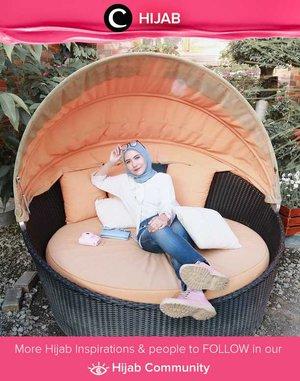 Midweek santai dengan white shirt & jeans. Simak inspirasi gaya Hijab dari para Clozetters hari ini di Hijab Community. Image shared by Clozetter @suliantiindahsari. Yuk, share juga gaya hijab andalan kamu.