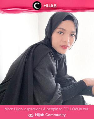 Tampilan black on black ala Clozetter @cicidesri bisa kamu tiru untuk outfit WFO hari ini. Simak inspirasi gaya Hijab dari para Clozetters hari ini di Hijab Community. Yuk, share juga gaya hijab andalan kamu.