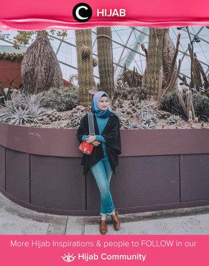 Clozette Ambassador @bonitaarinida menciptakan ocean-inspired look dengan memadupadankan warna biru dan hitam pada tampilannya. Simak inspirasi gaya Hijab dari para Clozetters hari ini di Hijab Community. Yuk, share juga gaya hijab andalan kamu.