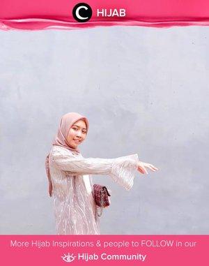 Salah satu item wajib yang bisa jadi penolong untuk melengkapi dresscode event formal: lace outerwear! Image shared by Clozetter @kartikaryani. Simak inspirasi gaya Hijab dari para Clozetters hari ini di Hijab Community. Yuk, share juga gaya hijab andalan kamu.