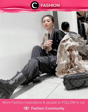 In the mood for edgy look? Kamu bisa coba gaya Clozette Ambassador @vicisienna yang tampil cool dengan outfit berwarna hitam, lengkap dengan combat boots! Simak Fashion Update ala clozetters lainnya hari ini di Fashion Community. Yuk, share outfit favorit kamu bersama Clozette.