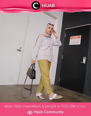 Weekend in gingham shirt and comfy sandals, anyone? Image shared by Clozetter @nabilaaz. Simak inspirasi gaya Hijab dari para Clozetters hari ini di Hijab Community. Yuk, share juga gaya hijab andalan kamu.