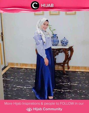 Clozetter @ismahanchrnns and her electric blue long skirt! Simak inspirasi gaya Hijab dari para Clozetters hari ini di Hijab Community. Yuk, share juga gaya hijab andalan kamu.