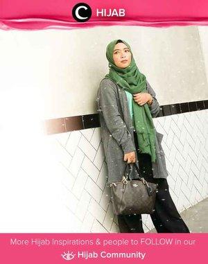 Casual Friday in green and grey. Image shared by Clozetter @ernykurnia14. Simak inspirasi gaya Hijab dari para Clozetters hari ini di Hijab Community. Yuk, share juga gaya hijab andalan kamu.