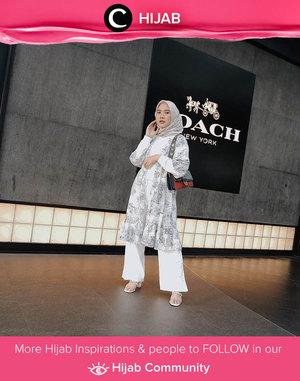 Clozetter @nabilaaz shows her elegance in white-colored outfit. Simak inspirasi gaya Hijab dari para Clozetters hari ini di Hijab Community. Yuk, share juga gaya hijab andalan kamu.