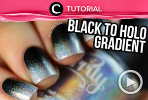 Black to holo gradient nail art. Intip caranya di: http://bit.ly/2Wp3FcH. Video ini di-share kembali oleh Clozetter @juliahadi. Lihat juga video tutorial lainnya di Tutorial Section.