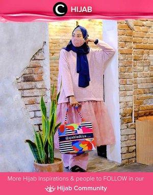 Put on some blush-colored outfit + add your favorite statement bag and you're ready for the weekend! Image shared by Clozetter @zilqiah.  Simak inspirasi gaya Hijab dari para Clozetters hari ini di Hijab Community. Yuk, share juga gaya hijab andalan kamu.