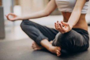 Mengalami Stress? Ikuti 4 Pose Yoga Ini Untuk Menenangkan Pikiran Girls!