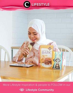 Yuk, ngemil sehat, yuk! Cokelat gula aren dari Krakakoa in bisa jadi pilihanmu, Clozetters. Selain lezat, kandungan gula aren di dalamnya mampu meningkatkan imunitas tubuh dan aman dikonsumsi untuk si kecil, lho. Image shared by Clozetter @cicidesri. Simak Lifestyle Update ala clozetters lainnya hari ini di Lifestyle Community. Yuk, share momen favoritmu bersama Clozette.