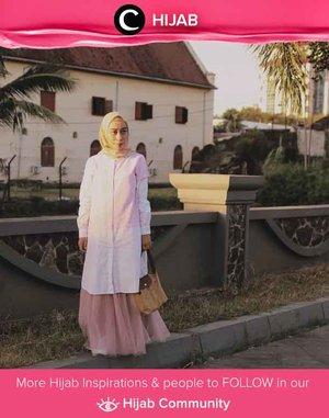 Clozetter @fillyawie looked elegant in timeless white tunic and tutu skirt. Simak inspirasi gaya Hijab dari para Clozetters hari ini di Hijab Community. Yuk, share juga gaya hijab andalan kamu.