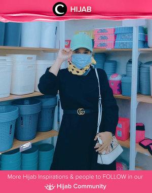 Black never goes wrong! Warna yang satu ini selalu menjadi pilihan 'aman' untuk digunakan dalam berbagai kesempatan. Image shared by Clozetter @revanisanabella. Simak inspirasi gaya Hijab dari para Clozetters hari ini di Hijab Community. Yuk, share juga gaya hijab andalan kamu.
