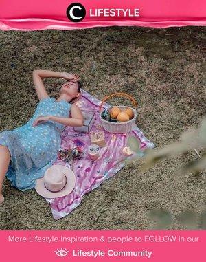Piknik di halaman rumah bisa jadi opsi foto outdoor di situasi pandemi dan musim hujan seperti saat ini, Clozetters. Image shared by Clozetter @rummy. Simak Lifestyle Update ala clozetters lainnya hari ini di Lifestyle Community. Yuk, share momen favoritmu bersama Clozette.