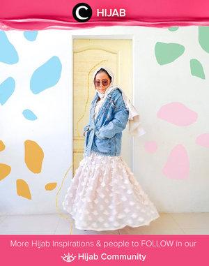 Suah menyiapkan outfit untuk virtual halalbihalal nanti? Kamu bisa mengintip inspirasi dari Clozetter @rizunaswon yang memadupadankan denim dengan flowy skirt untuk gaya yang lebih casual. Simak inspirasi gaya Hijab dari para Clozetters hari ini di Hijab Community. Yuk, share juga gaya hijab andalan kamu.