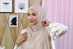 Cara Pakai Hijab Simple Tapi Tetap Keren Saat Ada Concall Dadakan