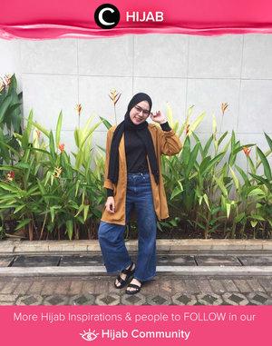 Outerwear + jeans are Clozetter @indifeb's current comfort zone. Simak inspirasi gaya Hijab dari para Clozetters hari ini di Hijab Community. Yuk, share juga gaya hijab andalan kamu.