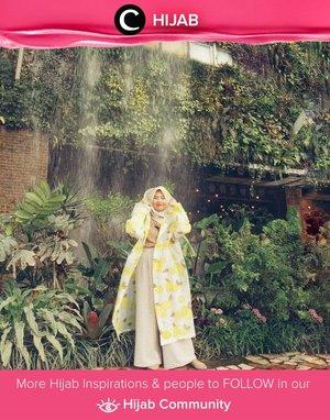 Musim hujan telah tiba, saatnya mengeluarkan raincoat andalan kamu! Simak inspirasi gaya Hijab dari para Clozetters hari ini di Hijab Community. Image shared by Star Clozetter : @Safiranys. Yuk, share juga gaya hijab andalan kamu.