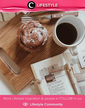 Kangen ngemil di coffee shop? Clozetter @anidyarahadi selalu membuat kopi, delivery kue, sambil mendengarkan coffee shop playlist di Youtube. Lumayan ampuh mengobati kangen suasana coffee shop, lho, Clozetters. Simak Lifestyle Update ala clozetters lainnya hari ini di Lifestyle Community. Yuk, share momen favoritmu bersama Clozette.