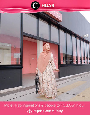Long dress and long scarf as today's HOTD idea, inspired by Clozetter @nabilaaz. Simak inspirasi gaya Hijab dari para Clozetters hari ini di Hijab Community. Yuk, share juga gaya hijab andalan kamu.
