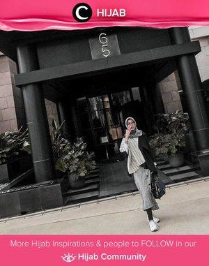 Weekend in monochrome, why not? Steal Clozetter @diannopiyani's look! Simak inspirasi gaya Hijab dari para Clozetters hari ini di Hijab Community. Yuk, share juga gaya hijab andalan kamu.