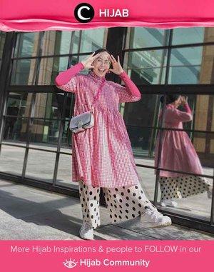 The-Always-Stylish Clozetter @ladyulia challenges her pattern on pattern look. This time with plaids and polka-dots! Simak inspirasi gaya Hijab dari para Clozetters hari ini di Hijab Community. Yuk, share juga gaya hijab andalan kamu.