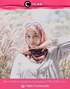Clozetter @andinara memilih untuk memadukan motif klasik pada scarf-nya dengan outfit berwarna netral. Simak inspirasi gaya Hijab dari para Clozetters hari ini di Hijab Community. Yuk, share juga gaya hijab andalan kamu.