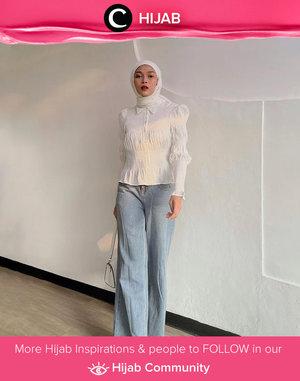 Sedang hunting kemeja dengan aksen kerut? Kamu bisa intip brand fashion Pomelo untuk mendapatkan kemeja putih seperti yang digunakan Clozette Crew @astrityas ini. Simak inspirasi gaya Hijab dari para Clozetters hari ini di Hijab Community. Yuk, share juga gaya hijab andalan kamu.