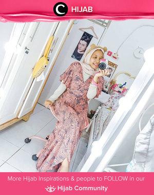 Ternyata daster bisa di-styling menjadi outfit pergi yang cukup kece, lho. Intip saja OOTD Clozetter @kartikaryani berikut. Simak inspirasi gaya Hijab dari para Clozetters hari ini di Hijab Community. Yuk, share juga gaya hijab andalan kamu.