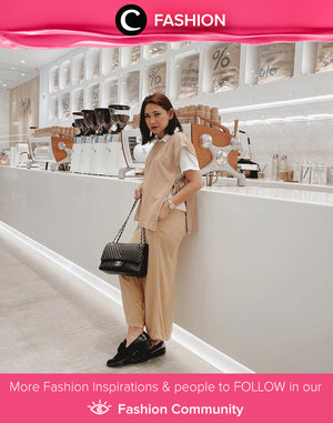 Pickin' up Monday coffee in neutral-colored outfit. Image shared by Clozette Ambassador @cellinikamil. Simak Fashion Update ala clozetters lainnya hari ini di Fashion Community. Yuk, share outfit favorit kamu bersama Clozette.